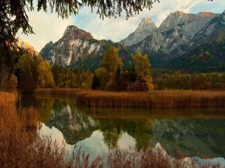 обои Красота осеннего горного озера фото