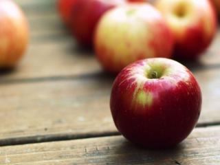 обои Красные яблоки фото