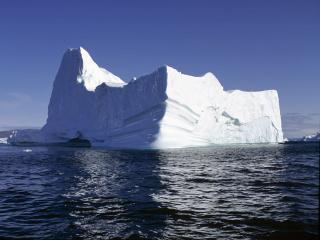обои для рабочего стола: Айсберг на фоне голубого неба