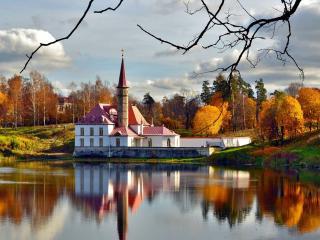 обои для рабочего стола: Приоратский дворец на берегу Черного озера в Гатчине