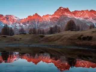 обои Зеркальная река у красных гор фото