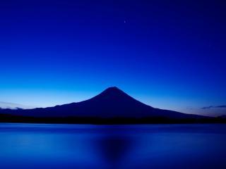 обои для рабочего стола: Рассвет над вулканом