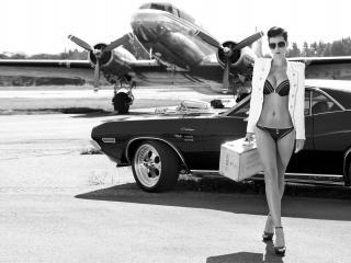 обои Сексуальная стюардесса на аэродроме фото