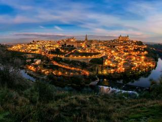 обои Золотой городок окруженный рекой фото