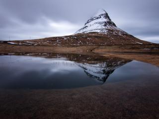 обои Озеро и одинокий пик фото