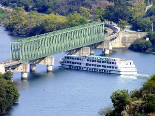 обои Мост через реку Дору. Португалия фото