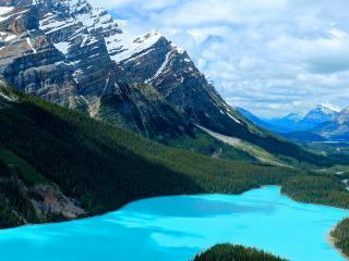 обои Голубое озеро зеленой тайги фото