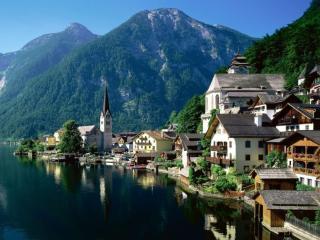 обои для рабочего стола: Город у озера в горах. Австрия