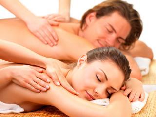 обои Красивая пара на сеансе массажа фото
