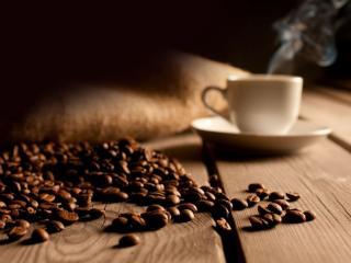 обои Кофе на деревянном столе фото