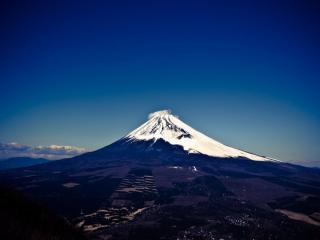 обои для рабочего стола: Вулкан Фудзияма в снегу