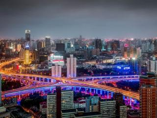 обои Ночной город с разветвлением дорог фото