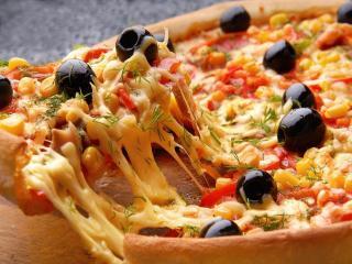 обои Пицца с сыром и оливками фото