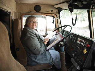 обои для рабочего стола: Старенькая водитель грузовика