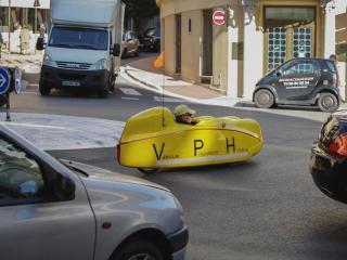 обои Спорткар на городской трассе фото