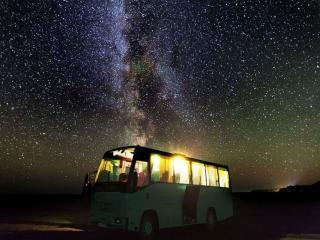 обои Млечный путь и автобус фото