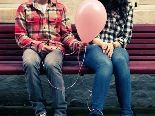 обои Он,   она и шарик фото