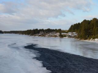 обои Река Софьянга покрывается льдом фото