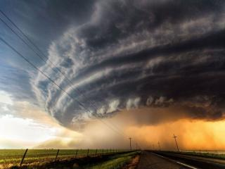 обои для рабочего стола: Торнадо над землёй