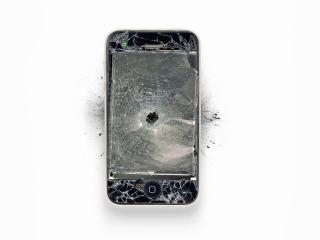 обои Простреленный Айфон фото