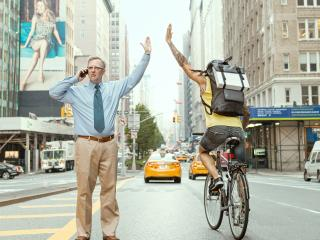 обои Пешеход приветствует велосипедиста фото