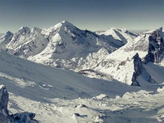 обои Снежные вершины высоких гор фото