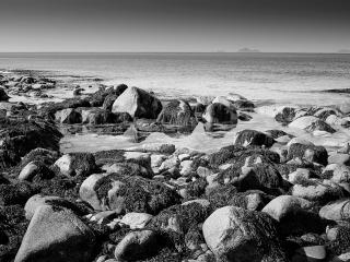 обои Черно-белое фото берега моря фото