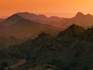 обои для рабочего стола: Красивый закат в горной местности