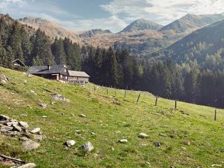 обои Альпийская деревня в красочном месте фото