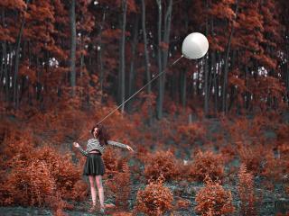 обои Девушка с белым шариком фото