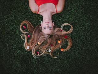 обои Блондинка с перепутанными волосами фото