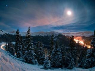обои для рабочего стола: Лунная ночь в горах