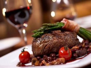 обои Мясо с красным вином фото