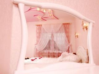 обои Розовая спальня фото