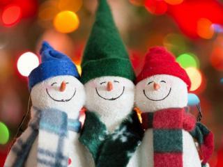 обои Три весёлых снеговика фото