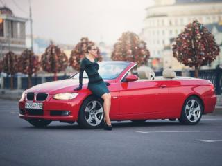 обои Девушка и красная машина фото