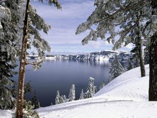 обои Замёрзшее озеро - кратер потухшего вулкана фото