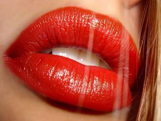 обои Яркие губы блондинки фото