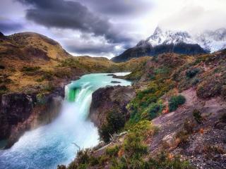 обои Маленький водопад в горах фото