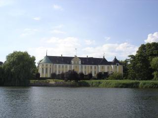 обои Дворец на берегу озера фото