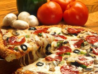 обои Пицца с грибами и помидорами фото