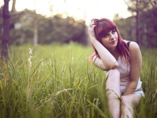 обои Рыженькая в траве фото