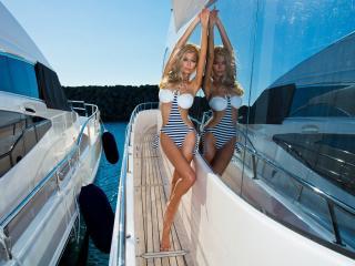 обои Двушка на яхте фото
