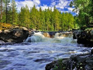 обои для рабочего стола: Бурлящая река в Северной Карелии
