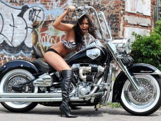 обои Девушки с мотоциклами фото
