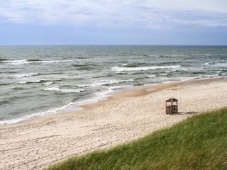обои для рабочего стола: Море и старая беседка