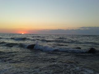 обои Солнце скрывается в море фото