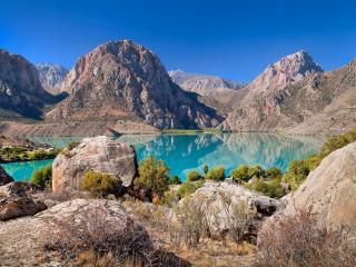 обои для рабочего стола: Бирюзовое озеро Искандер-Куль. Таджикистан