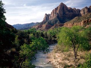 обои Virgin River and the Watchman, Utah фото