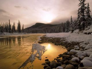 обои для рабочего стола: Быстрый ручей зимой